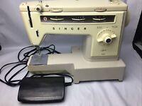 Vintage Singer 534 Stylist Sewing Machine w/Hard Case & Foot Pedal  Works Great