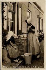 Zeeland Niederlande alte AK ~1940 Walchersche Kleederdracht Trachten Water puten