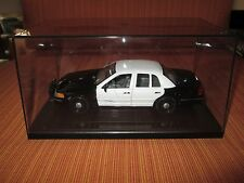 Welly 1/27 Black & White 1998-2010 Ford Crown Vic Police w/display case