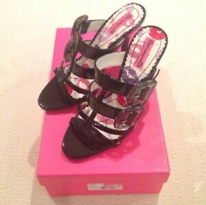 Betseyville by Betsey Johnson buckle sandals. Size 8 Black Manmade leather. NEW