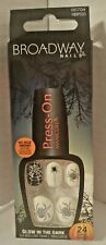 Broadway Nails Press - On Manicure Glow in the Dark 24 Nails  66704