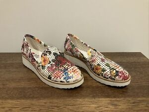 I Love Billy Cut Out Slip On Shoes in White & Floral - Size 37
