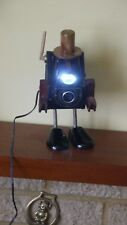 Lo Steampunk Ensign FUL-VUE CAMERA ROBOT riciclata coperta di luce