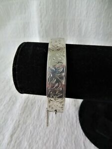 VINTAGE SILVER ENGRAVED HINGED BANGLE CHESTER 1958 20gs