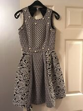 Boohoo Boutique Noir & Blanc Perle Détail Dos Ouvert Robe Patineuse Taille 8