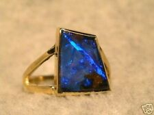 Unique in 750 Gold Ring with Fantastic Boulder Opal