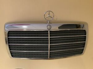 Mercedes-Benz W124 Grill / Grille Original With Hood Embleme And Star 1248880223