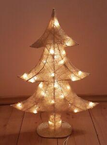 Sehr Schöner Tannenbaum mit Beleuchtung/glitzernd.