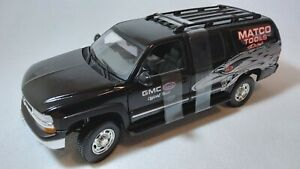 2002 MATCO TOOLS CHEVROLET SUBURBAN COLLECTOR'S SERIES 1:18 DIE CAST TOW VEHICLE