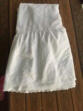 Westpoint Stevens White cotton blend Scalloped embroidered bed skirt Queen size