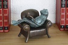 Bronzeskulptur, lesender Frosch im Sessel, Dekoration für Haus und Garten