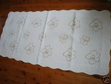 Blooming Gold Roses Cotton Quilted Mat Runner 70x140cm
