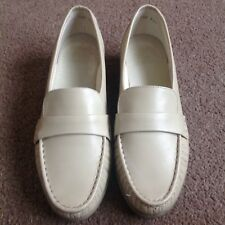 Beige Ladies K by Clarkes Shoes UK Size 7 1/2 Leather with Small Heel