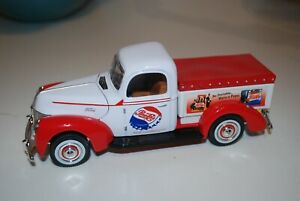 Golden Wheel 1940 Ford-40 Pepsi Cola Delivery Truck 1:32 Scale Collectible