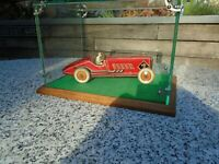Tin toy racing car wind up with key 1930 s in fantastic display case