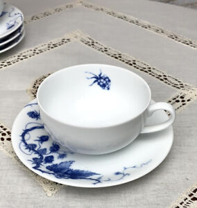 Two (2) Sets Of Williams Sonoma ORMONDE White and Blue Coffee/Tea Cup & Saucer