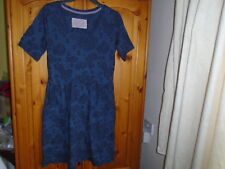 Bleu marine en relief fleur à manches courtes robe, Marks and Spencer, taille 12