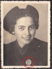 10538 Portrait Foto Frau Mädchen sehr seltenes Abzeichen ...Bezirkstadt ...? WK2