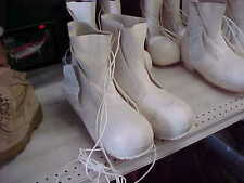 US Military ACTON / AIRBOSS MICKEY MOUSE BUNNY BOOTS White w/ Valve 13 REG