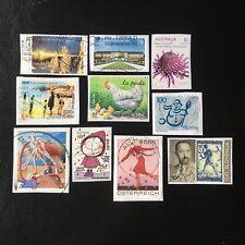 Lot de 10 timbres - Pays divers et années diverses - encore sur frag - F20