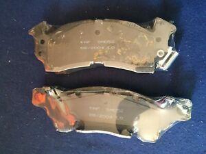 SMD52 FRONT Semi-Metallic Brake Pads Fits 71-74 GMC C15/C1500 Suburban: Kingdom