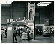 CHICAGO c. 1964 - Exposition Chicago Tribune Stand Illinois - USA 89