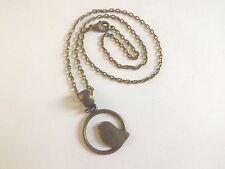 collier chaine bronze 41 cm avec pendentif oiseau dans rond 22x22 mm