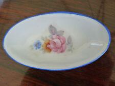 Plat ovale de dinette service de poupée, décor floral, porcelaine blanche