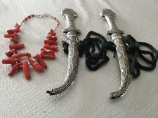 2 Poignards Jambiya et un collier corneilles Yémen