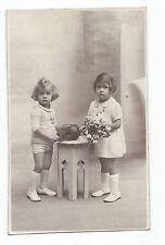 BM811 Carte Photo vintage card RPPC Enfant fillettes décors accessoires