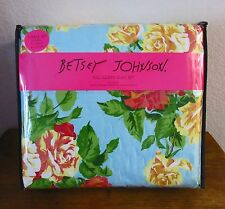 BETSEY JOHNSON ROSES 3 PC QUEEN QUILT/COMFORTER,AND 2 SHAMS SET,BOUQUET FLORAL