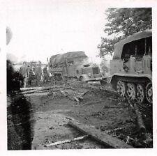 Halbkette beim LKW abschleppen mit 8,8 Geschütz Pruth Ostfront