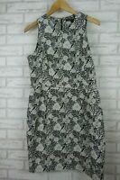 Cue in the city pencil dress black white floral print sleeveless exposed zip