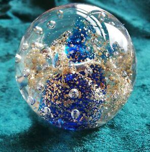 Briefbeschwerer blaue  Berge Luftblasen Traumkugel  Goldflakes 1276