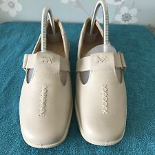 Ladies Hotter Shoes Size 6 Small Wedge Ivory Quick Strap Fastening