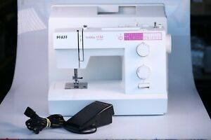 Pfaff Hobby 1132 Sewing Machine W/ Foot Control and Case