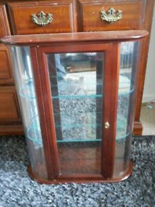 """Curio Cabinet Cherry Curved Glass Vintage Furniture 24"""" x 21"""" x 6"""" Mirror Back"""