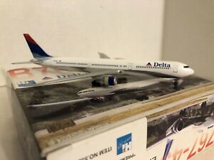 Dragon Wings 1:400 Boeing 767-432 Delta N832MH