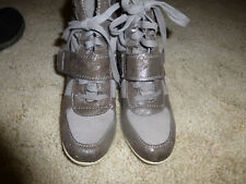 BIg Buddha Ankle Tie Boots Wedge Style Size 9 Gray Glitter