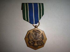 États-Unis Armée Pour Militaire Accomplissement Médaille