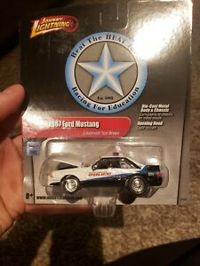 Johnny Lightning 1987 Ford Mustang Beat The Heat #53505E New  Wht/Blk 1:64