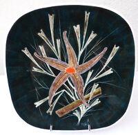 ASSIETTE SIGNEE MAÔ decor fait main DESIGN 1960 SIXTIES (Bretagne Finistèrer)