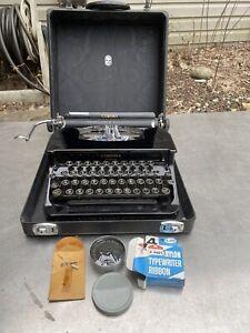 Vtg Corona TYPEWRITER Case Swag Keys Black Sc Floating Shift Flat Top Sterling