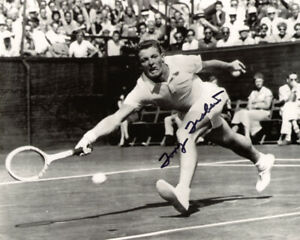 TONY TRABERT SIGNED AUTOGRAPHED 8x10 PHOTO CELEBRATED TENNIS LEGEND BECKETT BAS