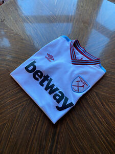West Ham Utd 2016 Away Shirt. Umbro. Size Medium.