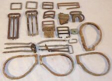 Lot divers boucleries lunettes, jugulaires fouille Normandie 1944 GB WW2 anglais