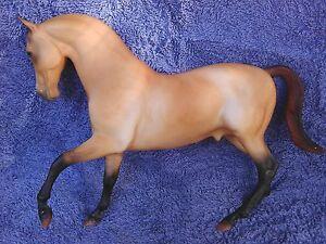 "Breyer Traditional SR 1998 ""ToysRUs"" Sandstone  - Roemer mold"