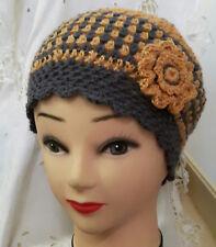 Bonnet pour femme jaune moutarde gris  réalisé au crochet avec fleurs fait main