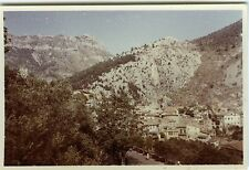 PHOTO Peille 1957 vue d'ensemble village montagne  scène de genre