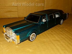 CADILLAC 70's AMERICAN STRETCHED LIMO IN 1/25 SCALE + 4 OPENING DOORS+ 22cm long